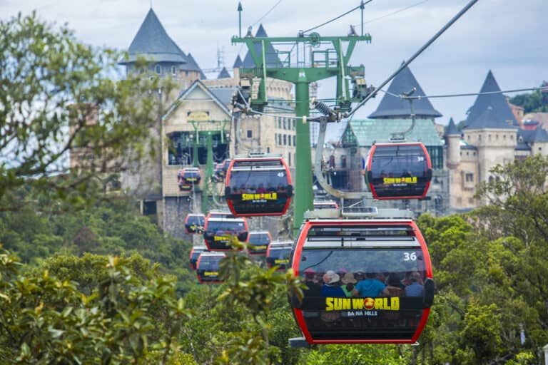 EXTREMELY SPECIAL DEAL: CABLE CAR FARE IS ONLY VND 300,000, ONLY FOR TRAVELERS FROM 19 PROVINCES/CITES